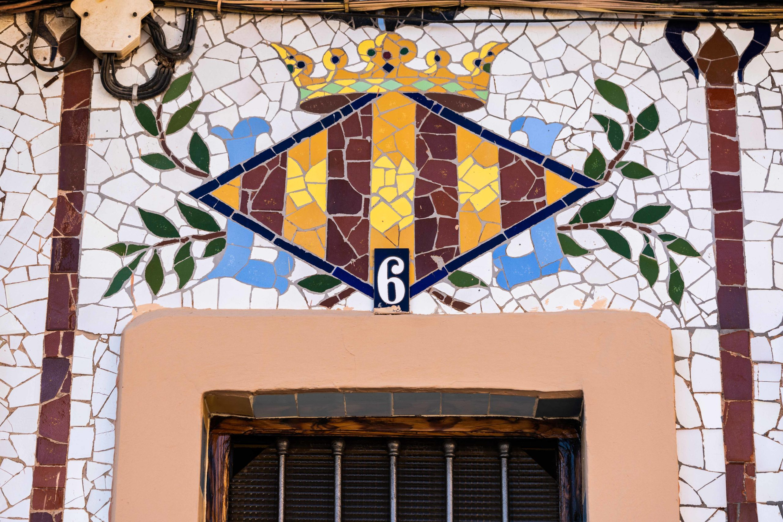 Escudo Casa LLopis. Casa LLopis. Qué Visitar en Huerta Valenciana