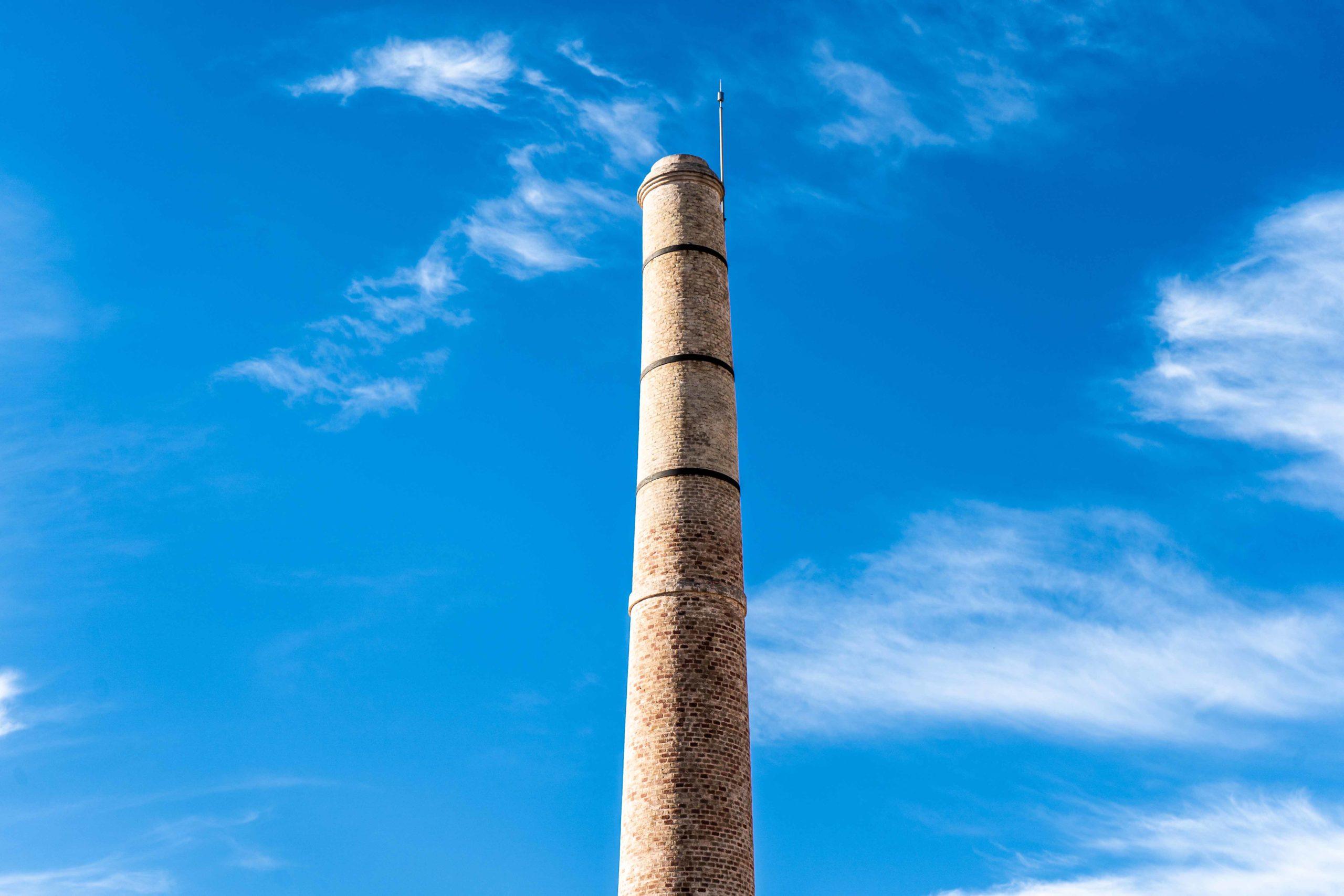 Fábrica de Seda. Antigua chimenea de la fábrica